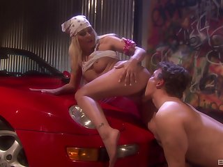 Retro blonde babe Cindy Crawford fucked doggy in be imparted to murder garage