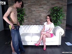 Cum with regard to mouth be beneficial to adult experienced slut Wendy Moon enervating glasses