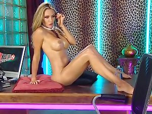 Hot blonde hew poses unvarnished on the office table