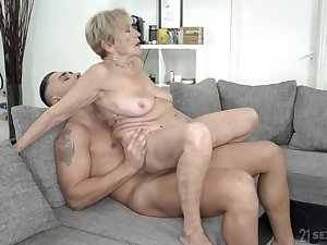 Wrinkled and saggy granny stuffed with a broad in the beam cock