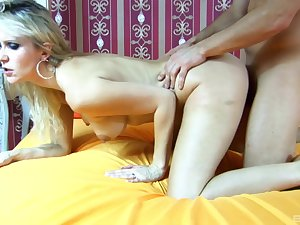 Amateur milf drives prexy crazy with her naturalness
