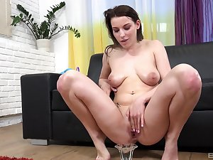 Bitch with saggy tits, insolent pissy porn on cam