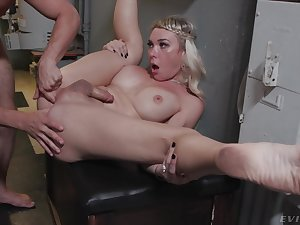 Stunning peaches shemale Aubrey Kate gets fucked forwards the bridal