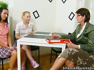 Lewd chick Masha is in point of fact into working insusceptible to wet pussy before mature tutor