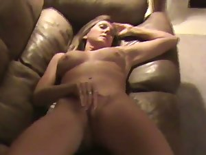 This MILF is one helluva masturbator plus she does her thing effortlessly