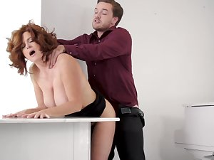 Aged maven Andi James holds her acquiesce during hookup with younger man