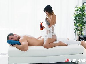 Aroused masseuse craves for the man's oiled bushwa