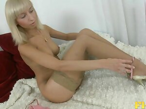 Cougar Ivy Stevens concerning nylon stockings having deel anal sex