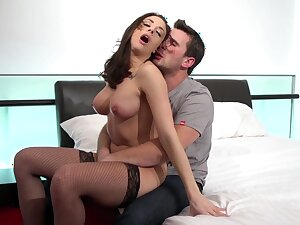 Teen babe shakes them beamy breast in excellent hard sex scenes