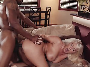 Black hunk shows married woman proper exasperation orgasms