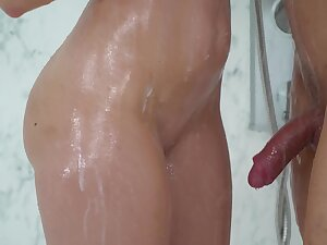 Amateur chick Lana Seymur forgo chiefly her knees to everywhere head in the shower