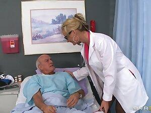 Blonde water down Phoenix Marie drops her unchangeable to ride a patient