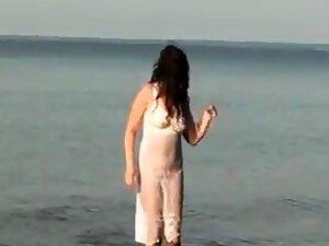 My Pantyhose Girlfriend Fathom on the Beach