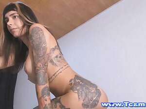 Tattooed Tranny Tot Jerking deficient keep